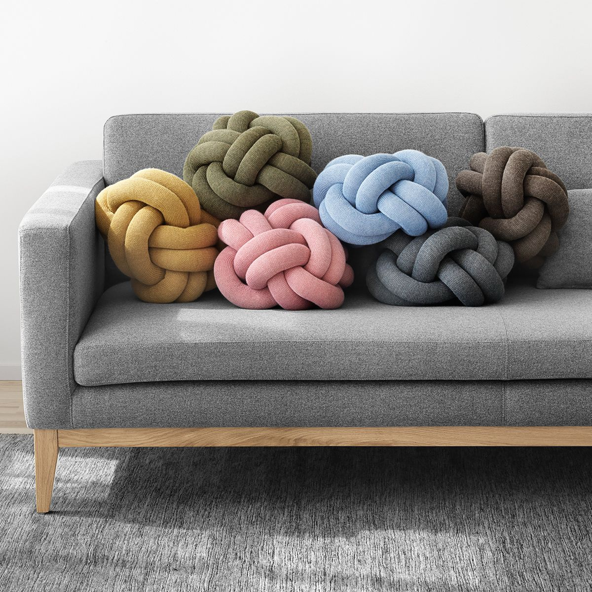 cojines knot sobre el sofá day